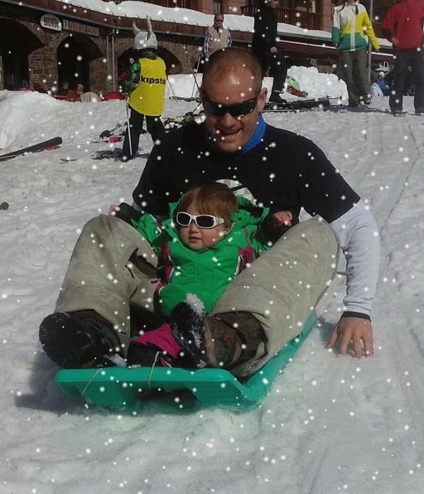 los-peques-bebes-niños-en-la-nieve