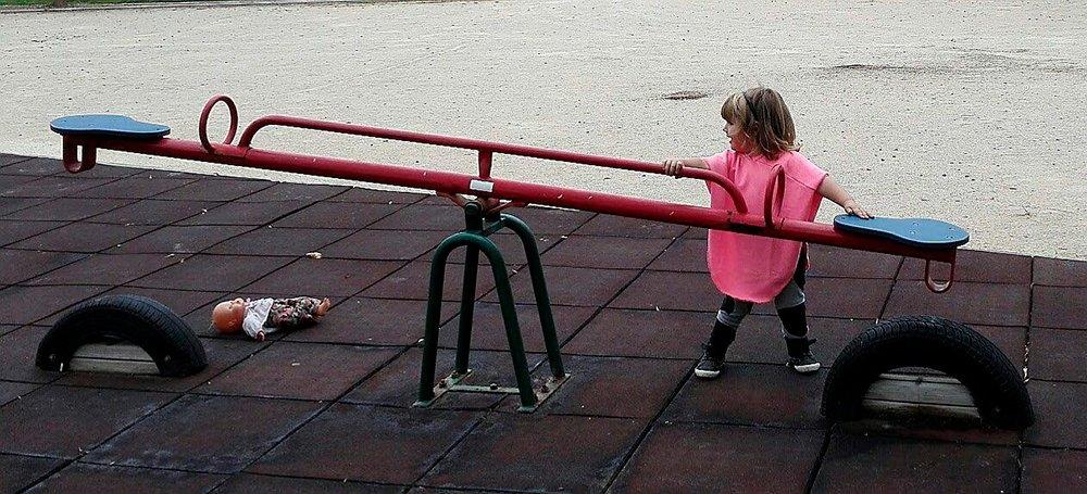 Los niños en el parque - puericultura moda infantil bebe tienda online zaragoza